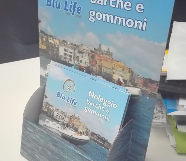 Porta Depliants per Blu Life